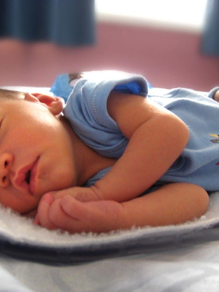 W co ubrać niemowlaka do snu?